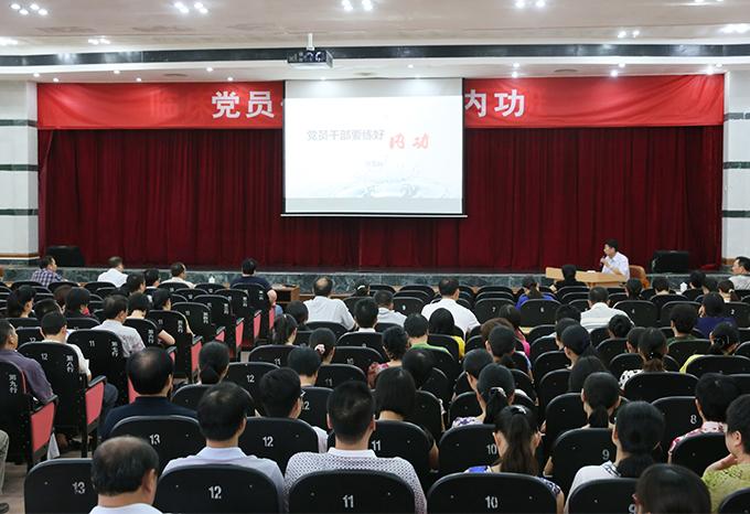 2014年8月9日,省政研会常务副会长亓玉台到欧宝体育官网入口医院作讲座。