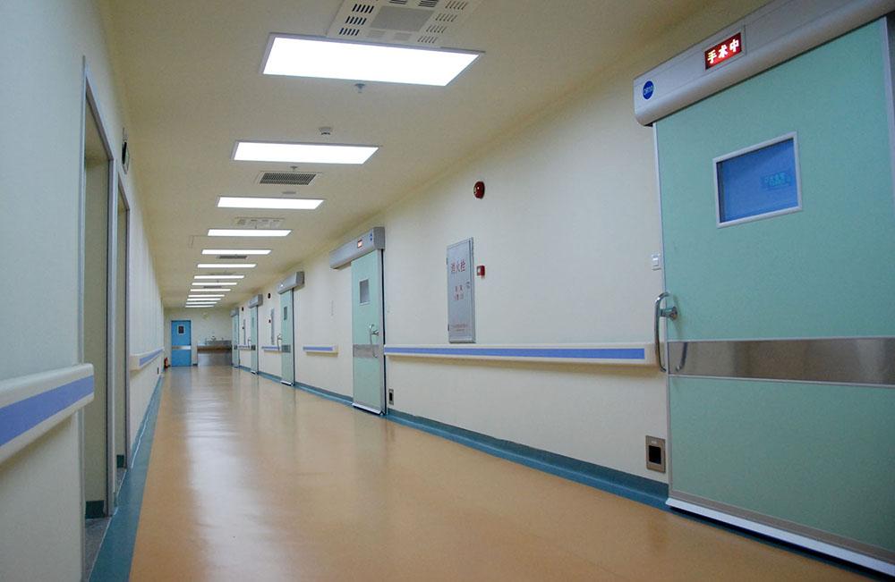 百级层流心脏手术室.jpg